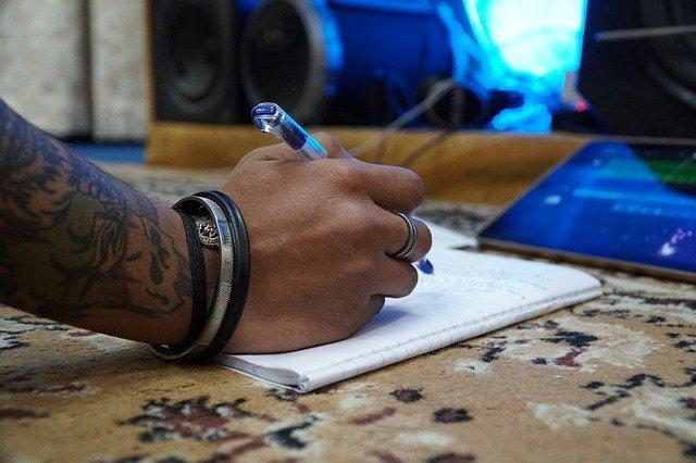 כתיבת שיר מקורי