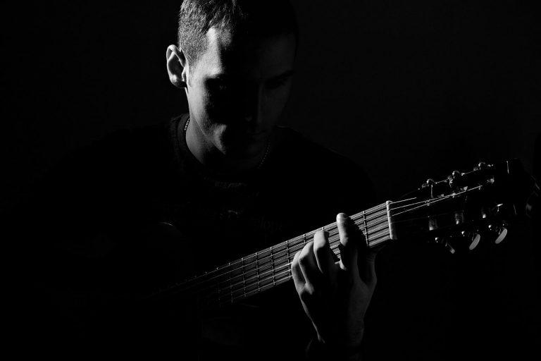 להקליט גיטרות באולפן