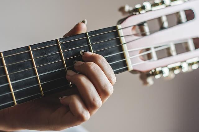 להקליט גיטרה באולפן הקלטות