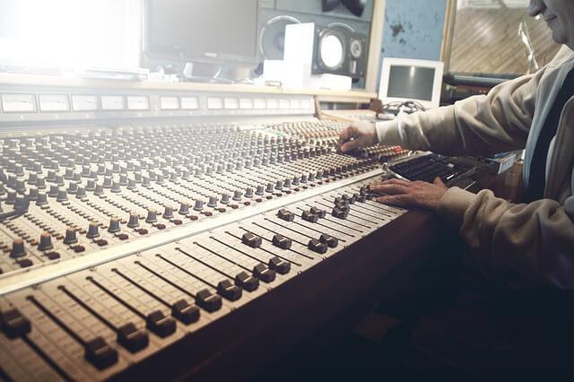 מפיק מעבד מוזיקלי